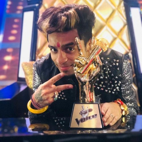 Sumit with The Voice Trophy