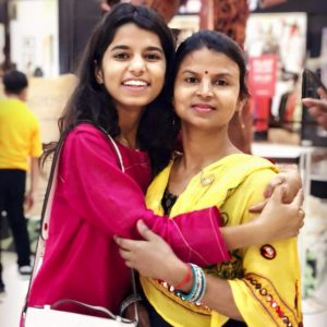 Maithili Thakur with mother Puja Thakur
