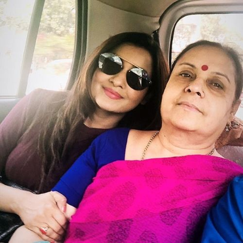 Chhavi Pandey (Actress) with mother geeta pandey