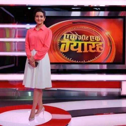 News anchor of Aaj Tak Channel (Meenakshi Kandwal)