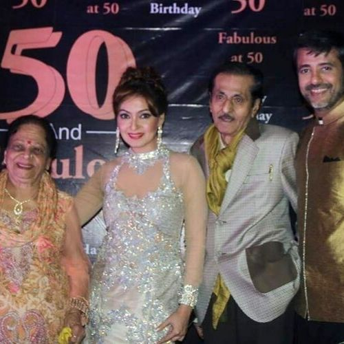 Sharmilee Raj (Actress) with parents and Brother
