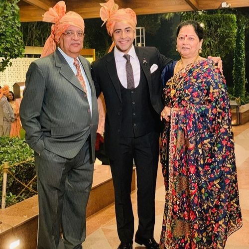 Dishank Arora with Mother Ritu Arora and Father Sunil Arora