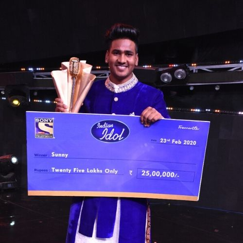 Sunny With Indian Idol 11 Trophy