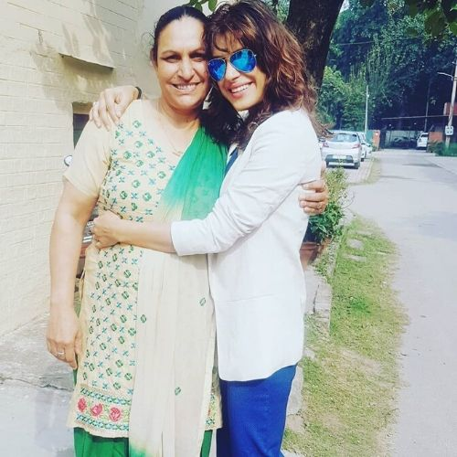 Sapna Thakur's Mother