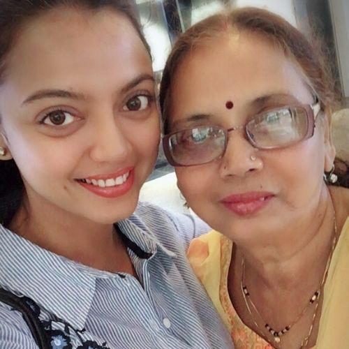 Sheetal Maulik wiith mother