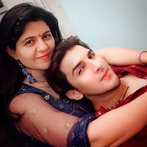 Manish Raisinghan Sister