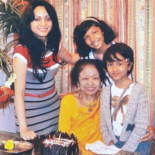 Shakuntala Devi with her daughter and granddaughters