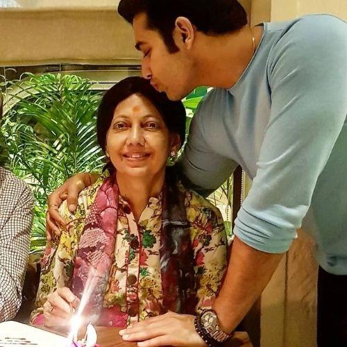 Sharad Malhotra Mother