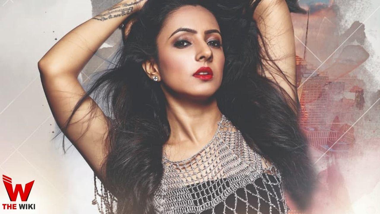 Varsha Tripathi (Singer)