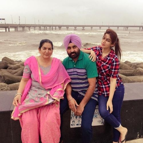 Drishtii Grewal with Family (Father and Mother)