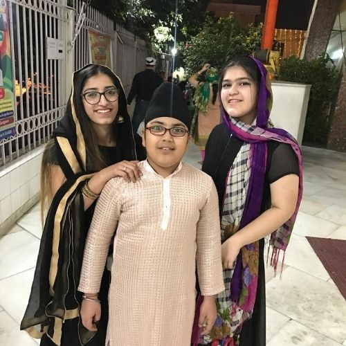 Gurman Singh Kohli with Sisters