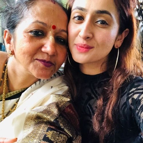 Ruchikaa Kapoor with Mother