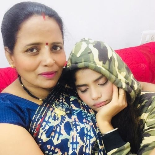 Shalini Singh with Mother