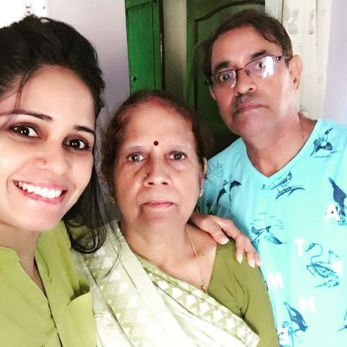 Garima Vikrant Singh with Family (Mother and Father)