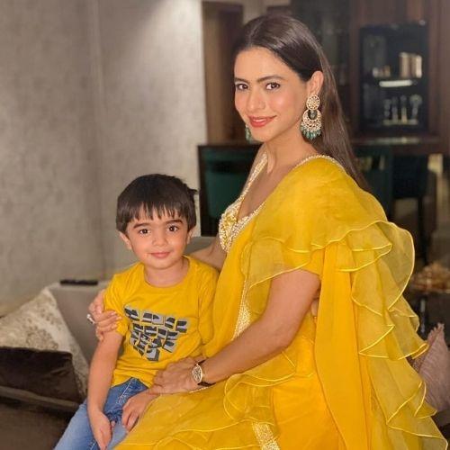 Aamna Sharif with Son