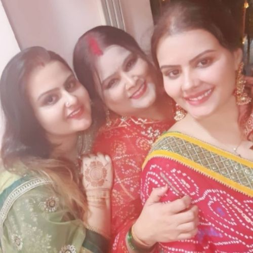 Mithila Purohit with Mother and Sister